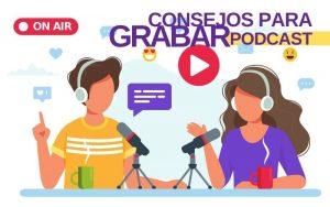"""Una pareja (hombre y mujer) conversan """"al aire"""" en un podcast"""